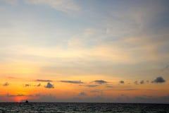 Traditionele varende boten op een zonsondergangreis Royalty-vrije Stock Foto