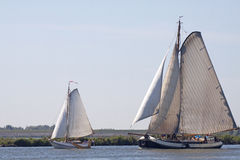 Traditionele varende schepen in de wind Stock Afbeelding