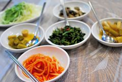 Traditionele vegetarische Koreaanse schotels stock afbeelding