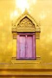 Traditionele venster en deur in Thaise stijl bij de tempel van Thailand Stock Foto