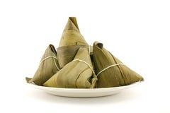 Traditionele verpakte rijstbollen Stock Afbeeldingen