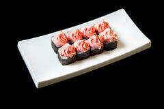 Traditionele verse Japanse vastgestelde sushibroodjes op een zwarte achtergrond Royalty-vrije Stock Foto