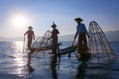 Traditionele visserij door netto in Birma stock foto's