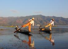 Traditionele vissers bij Inle-meer in Myanmar stock afbeelding