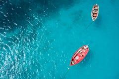 Traditionele vissersboot in Santa Maria in Zouteiland in Kaap Ve stock foto's
