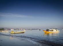 Traditionele vissersboten op dilistrand in Oost-Timor leste Royalty-vrije Stock Foto's
