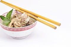 Traditionele vleessoep met eetstokje Stock Foto's