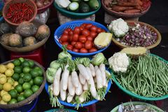 Traditionele voedselmarkt in Hoi An in Vietnam, Azië royalty-vrije stock afbeelding