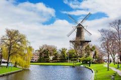 Traditionele windmolen DE Valk in Leiden Nederland Royalty-vrije Stock Afbeeldingen