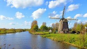 Traditionele windmolen in het platteland dichtbij Amsterdam Netherlan Stock Afbeelding