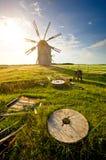 Traditionele windmolen op het platteland Stock Foto