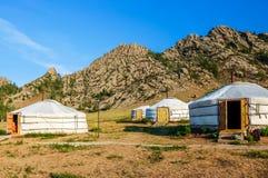 Traditionele yurts genoemd Gers in toeristenkamp, Mongolië stock foto's