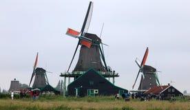 Traditionele zaanse schans windmolen in Nederland Unieke mooie en wilde Europese stad stock foto