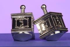 Traditionele zilveren dreidels royalty-vrije stock foto's