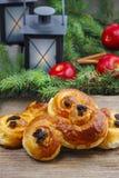 Traditionele Zweedse broodjes. Een saffraanbroodje Stock Fotografie