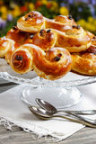 Traditionele Zweedse broodjes. Een saffraanbroodje Royalty-vrije Stock Foto