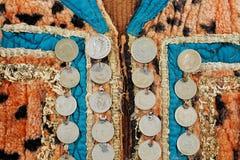 Traditionell Afghani waistcoat som dekoreras med gamla mynt Royaltyfria Foton