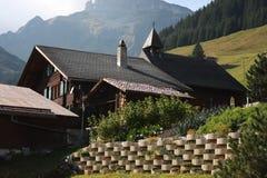 traditionell alpin kabin Arkivbild