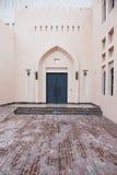 Traditionell arabisk tillträdesdörr i Doha, Qatar Royaltyfria Foton
