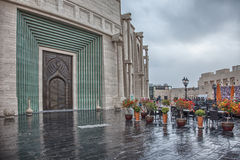 Traditionell arabisk tillträdesdörr i Doha, Qatar Royaltyfria Bilder
