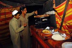 Traditionell arabiskamaträtt - Maqluba Royaltyfri Fotografi
