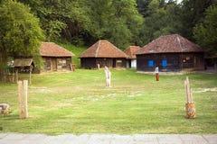 Traditionell arkitektur av västra Serbien Arkivfoto
