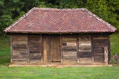Traditionell arkitektur av västra Serbien Arkivbilder