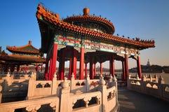 Traditionell arkitektur - de Beihai paviljongerna Arkivfoto