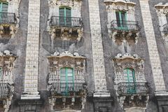 Traditionell arkitektur i Catania, Sicilien, Italien royaltyfria bilder