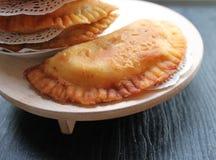 Traditionell asiatisk mat stekte pajer med kött Fotografering för Bildbyråer