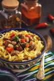 Traditionell asiatisk nudelsoppa med grönsaker och kött som är bekanta som lagman Österlänning uzbekstilkokkonst Royaltyfri Foto