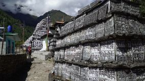 Traditionell bönsten i Nepal lager videofilmer