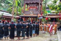 Traditionell begravning i Tana Toraja Royaltyfria Foton