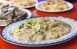 Traditionell berömd mat för kines och Taiwan - ostron gör nudeln tunnare Arkivfoton