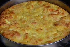 Traditionell bulgarian matbanitsa som är välfylld med ost Arkivbild