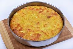 Traditionell bulgarian matbanitsa som är välfylld med ost Arkivfoto