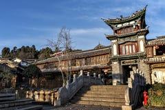 Traditionell byggnad på Sifangen jie i Lijiang, Yunnan, Kina Fotografering för Bildbyråer
