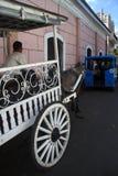 Traditionell calesa som ses inom det historiska stället av Intramuros i Manila royaltyfria foton