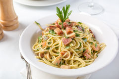 traditionell carbonaraspagetti royaltyfria foton