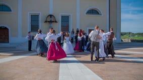 Traditionell dans för nytt gift par arkivfilmer