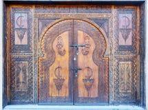 Traditionell dekorerad dörr i Agadir, Marocko Royaltyfri Fotografi