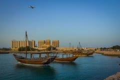 Traditionell dhow för fartyg i arabisk golf arkivbilder