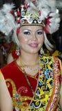 traditionell dräktflickaorangulu Arkivfoto
