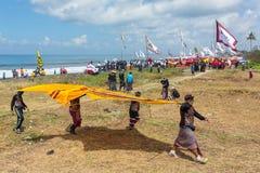 Traditionell drakekonkurrens på den Sanur stranden i Bali, Indonesien Royaltyfria Foton