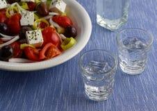 Traditionell drink Ouzo eller Raki arkivfoto