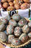 traditionell easter ägghand som målas Royaltyfria Bilder