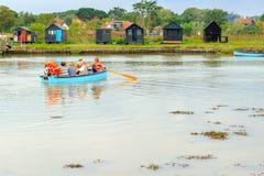 Traditionell eka som fungerar över floden Blyth från så fotografering för bildbyråer