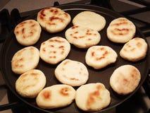 Traditionell emilian tigelledeg späcker mjöl och vatten arkivbild