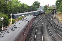 traditionell engelsk järnväg station Arkivbild
