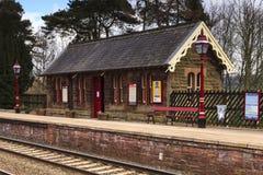 Traditionell engelsk järnvägsstation Royaltyfri Fotografi